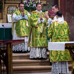 říjen 16, Asistovaná tridentská mše - Gilles Wach, Praha